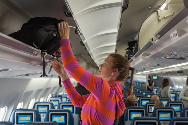 Flugzeug Etikette Handgepäck