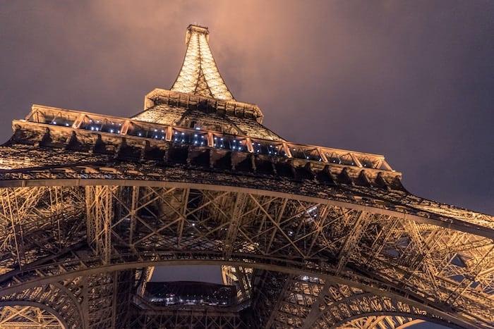 Die 5 besten Orte, um die Eiffelturm Lichtershow bei Nacht sehen zu können